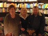 A autora Jerusa Pires Ferreira com Guita e Jac Guinsburg