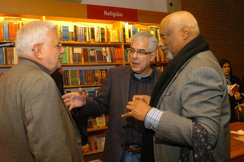 Ivan Teixeira, Milton Torres e Emanuel Araujo no lançamento de O Altar & o Trono