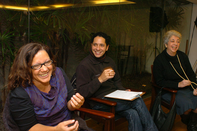 Rita Chaves, Ondjaki e Tania Macêdo no bate-papo de literatura angolana