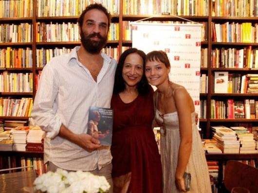Marcelo Camelo, Eliete Negreiros e Mallu Magalhães em lançamento no RJ