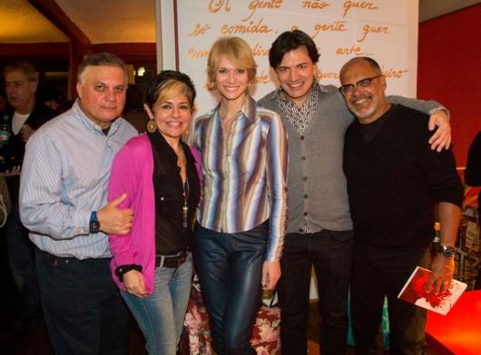 Casal de empresários Moscofian, donos da marca de  Parresh, com a apresentadora de TV  Laura Wie e os  fotógrafos Rogério de Lucca e Morgade
