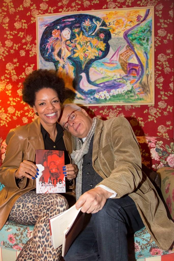 A advogada Tais Salome com o pintor Tom Gomide