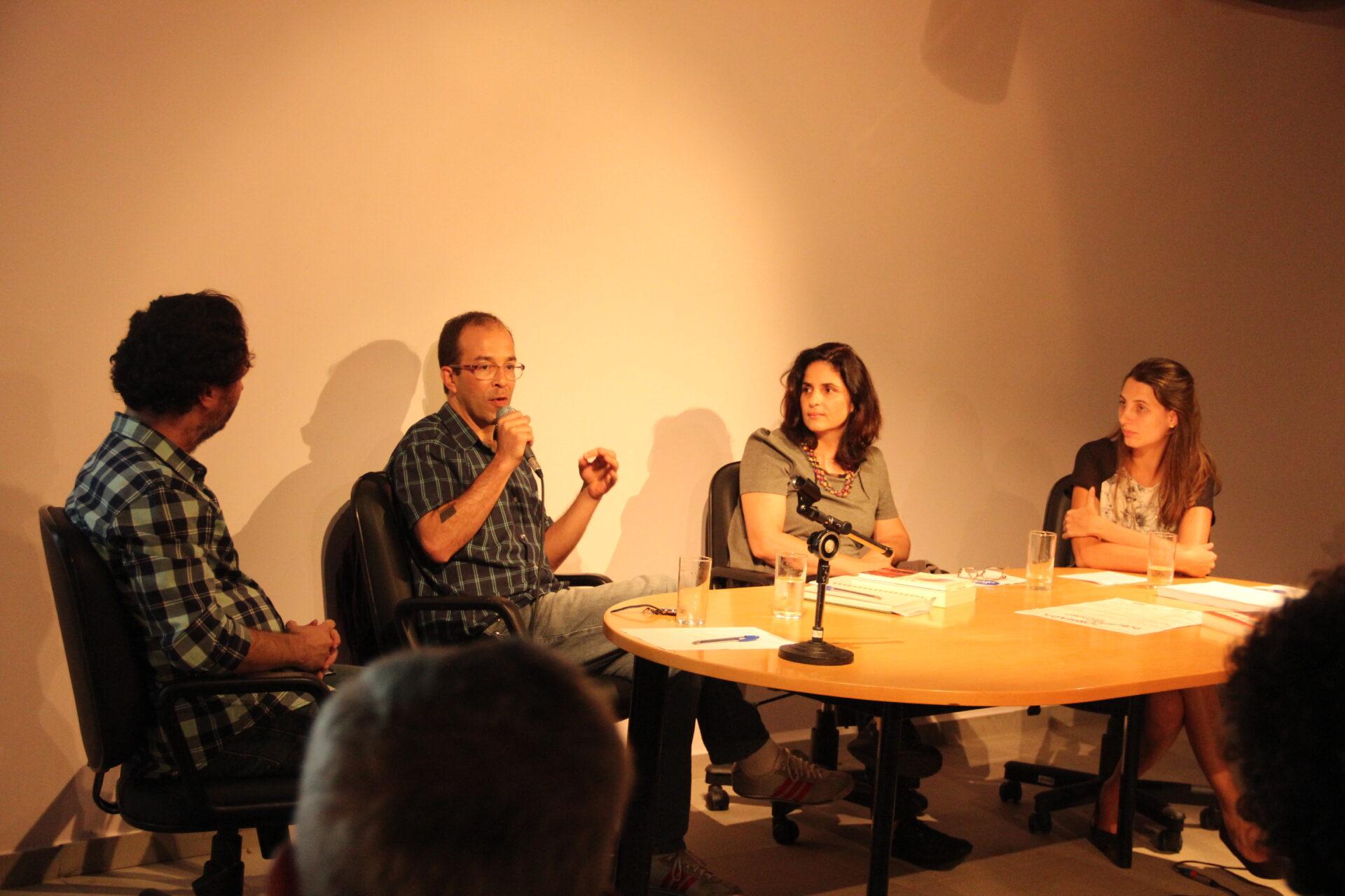 Jornada Publisher? Editor? (03/03): Mesa com (a partir da esq.): Jean Pierre Chauvin (mediador), Iuri Pereira (ed. Hedra), Joana Figueiredo (ed. Mackenzie) e Lilia Zambon (Cia. das Letras).