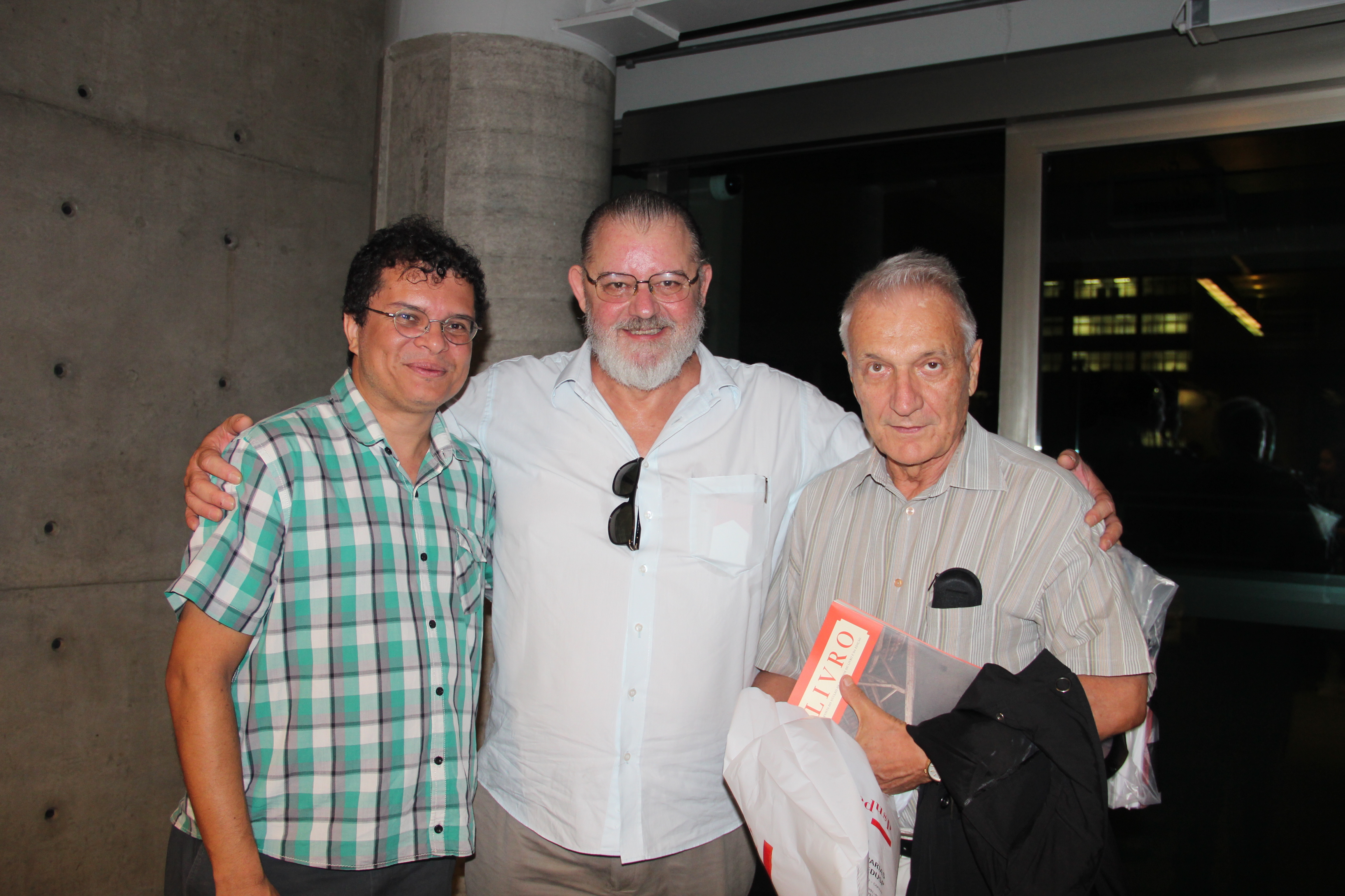 Lançamento da revista Livro 04: (à esq.) Lincoln Secco, José De Paula Ramos Jr. e Jaa Torrano.