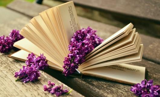 livro com flor