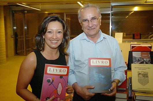 Marisa Midori Deaecto e Plínio Martins, editores da Revista LIVRO